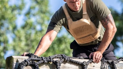 catalog/Bodyweight and Gymnastics/Bodyweight /Weighted Vests/AU-PLATE-CARRIER/AU-PLATE-CARRIER-H_c4mmav